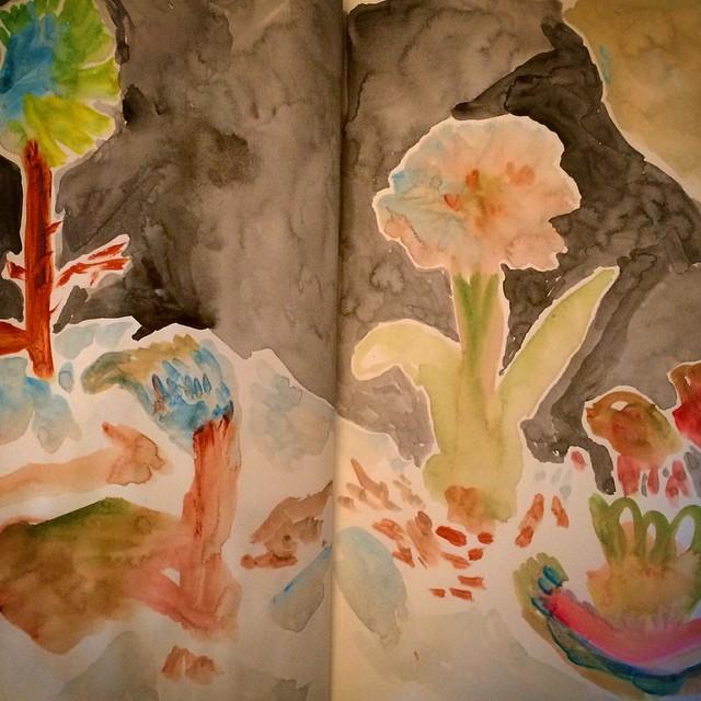 最近 花に接する機会が多い。花の授業に 牛乳配達する花屋さん。  飾ってあった造花に 飾ってある生花  そして 白い華の式。 種から芽になり 蕾になり 咲いて 枯れて 種を残す。
