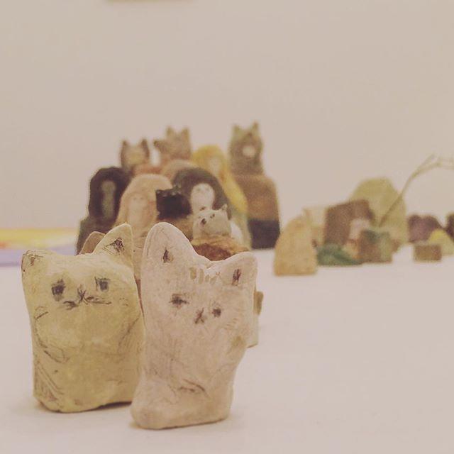 """kousagisha gallery 公開部屋、『8月9月の部屋』無事終了しました。 店番しながら つくっていた 立体人形も  いつの間にか エグザイルが できるくらい に なっていました◎◎ 『パームリーディング』のくろさわ じゅんこさん 、 「夏のけもの達」の 小鳩ケンタさん クロエくん、TABIの音楽会 with UMU・PRISM・O・LYRA """"の ささ たくやくん マミちゃん、最後の最後に フリーマーケットをしてくれた みやっちさん ハヤシさん みさとさん、 そして 足を 運んで下さった 皆々様、  誠に ありがとうございました★"""