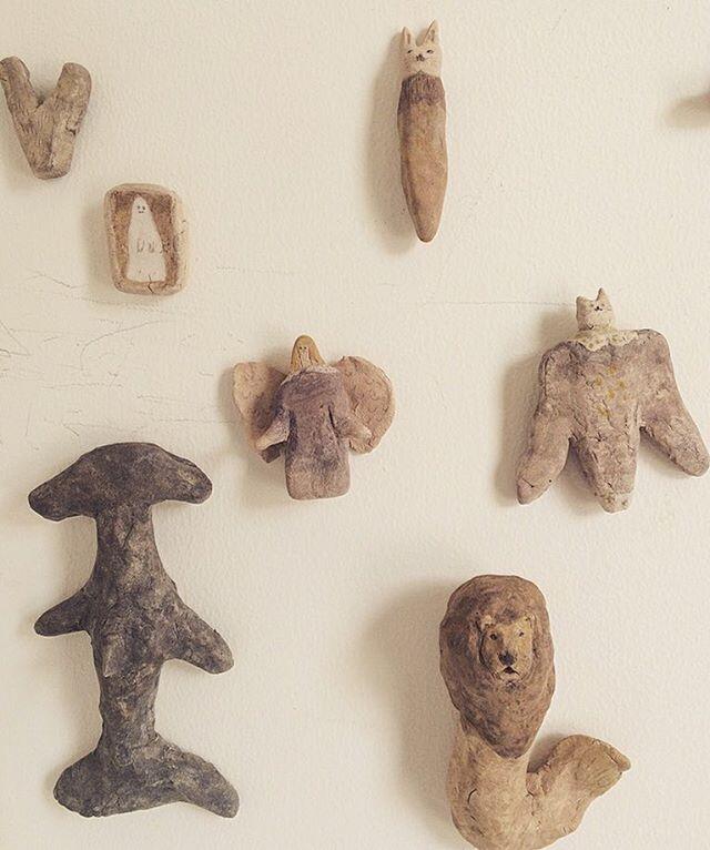 ●企画展参加のお知らせ●光兎舎のご近所さんにある ホホホ座(京都 浄土寺店)内のギャラリースペースにて開催される 『大マグネット展』に磁石人形の作品を出品させていただきます。【期間】8月1日(火)〜8月27日(日)【営業時間】11時〜20時(無休)僕の他にも 色んな作家さんが マグネットにちなんだ作品を 出品されてます。あと 作家の選んだオススメの本なども。左京区にお越しの際には 是非 ホホホ座にお立ち寄り下さいませ◎(8月3日は ハチミツのイベントがあるそうです)