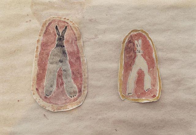 『two rabbit』右手と左手の様に 二匹はいる。