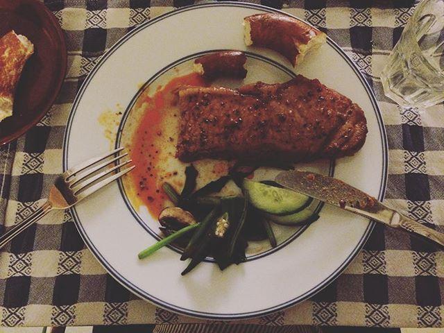 夜9時のお肉。日本では 夜中の4時。
