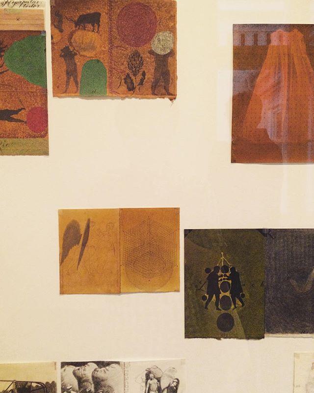 マーティンさんが 紹介してくれた コロンビアの画家、ホセ・アントニーさんの 展覧会。手から 始まる彼の世界。テレポーテーション。62歳の少年。