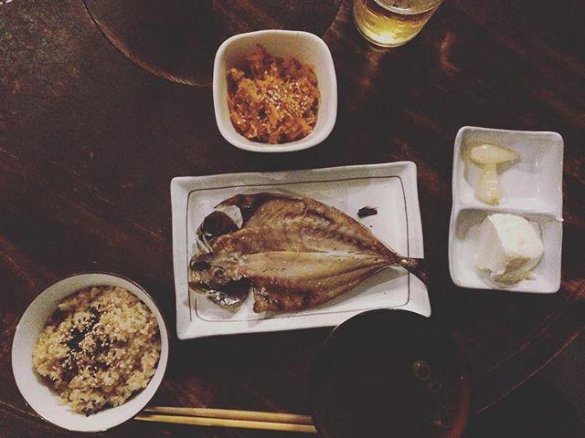 ミュンヘンから来た女王と玄米定食を食べる。