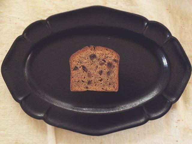 松本 高志さんのつくった くるみと杏子のケーキ。mie pumpの珈琲とで 朝食。kousagisha galleryで 開催中の 『松本 高志 12月の喫茶室』でも 購入可能です。ダブルMです。