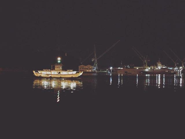 尾道の夜は 海がはっきりみえる。