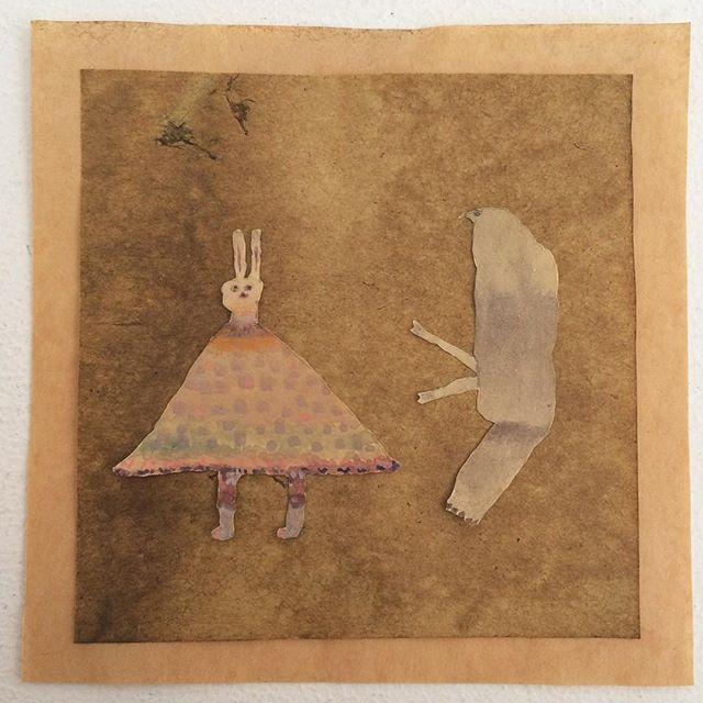 『兎と鳥』お昼にギャラリーに入り ひと作業。 今 使いたい絵と 下地になる紙と額。隣り合うことで 勝手に関係性が生まれて 頭の中は迷宮組曲。