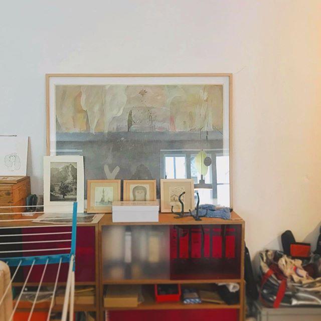 ミュンヘンで お世話になった ヨークさんのアジトに 飾ってもらっている絵たち。写真集も沢山あるらしい。