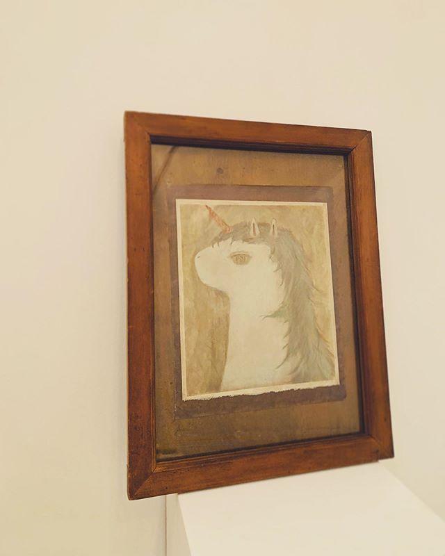 unicorn の 額 引っ越し。11月に展示する 紙片さんに 合わせて こちらの額にしてみる。植物とかも 合いそうな 片。