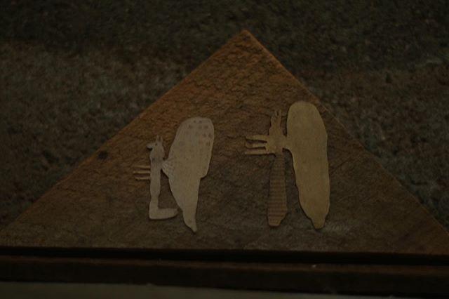 『unicorn syndrome /紙片』三角形と二匹。紙片の木片は いやらしくないところが 好き。