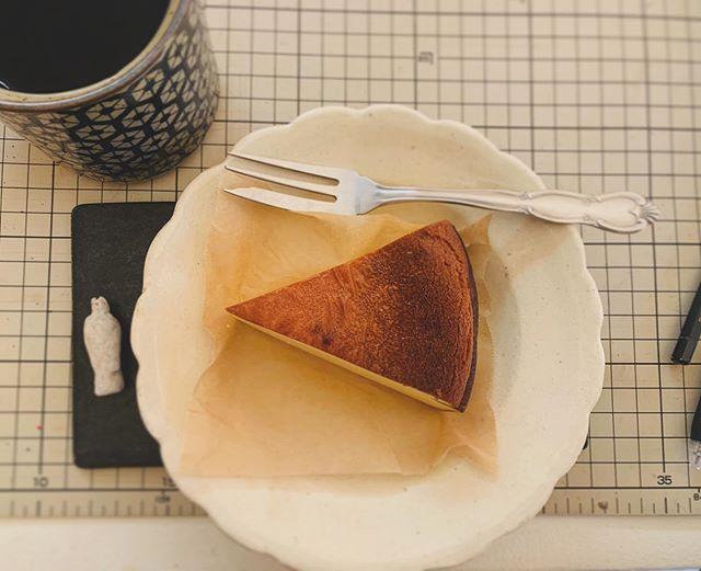 光兎舎の近くには swimpond  coffee が あってね。珈琲と合わせてチーズケーキ これがうまい。そして ホットドック食べてまたうまい。